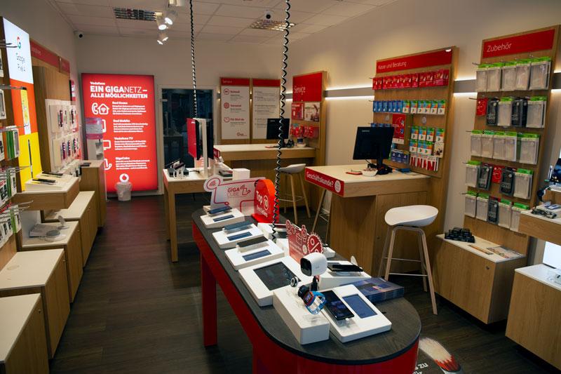 Vodafone Shop Wedel Bahnhofstraße 44 a, 22880 Wedel Innenansicht Beratung Smartphones