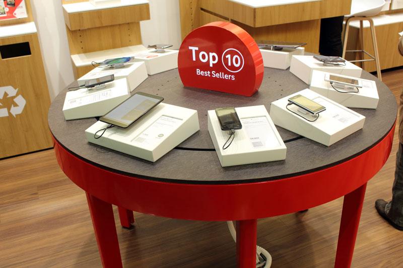 Vodafone Shop Hamburg Farmsen Berner Heerweg 173 Innenansicht Top10 Tisch Smartphones